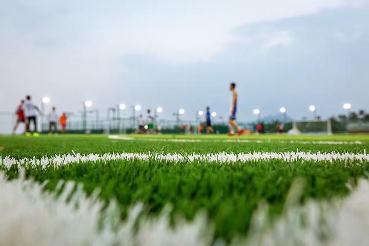 青岛石老人笼式足球场